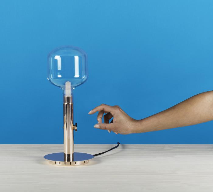 argand lampe poser par quentin de coster bed. Black Bedroom Furniture Sets. Home Design Ideas