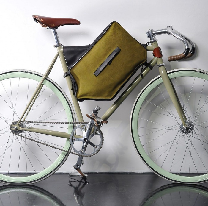 Bicycle case la sacoche à vélo par Joao Pedro Filipe
