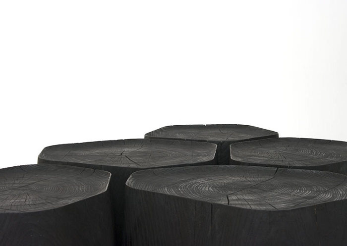 BASALT tables basses en bois brûlé par Normal Studio