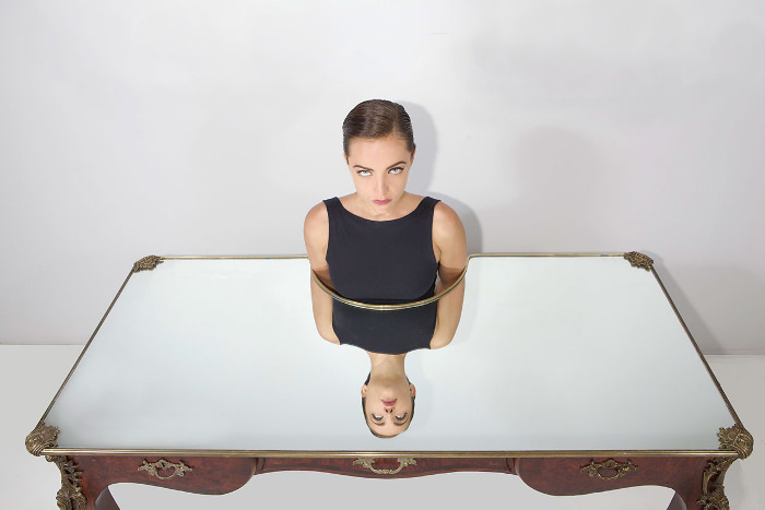 Narcissus Desk le bureau miroir par Sebastian Errazuriz