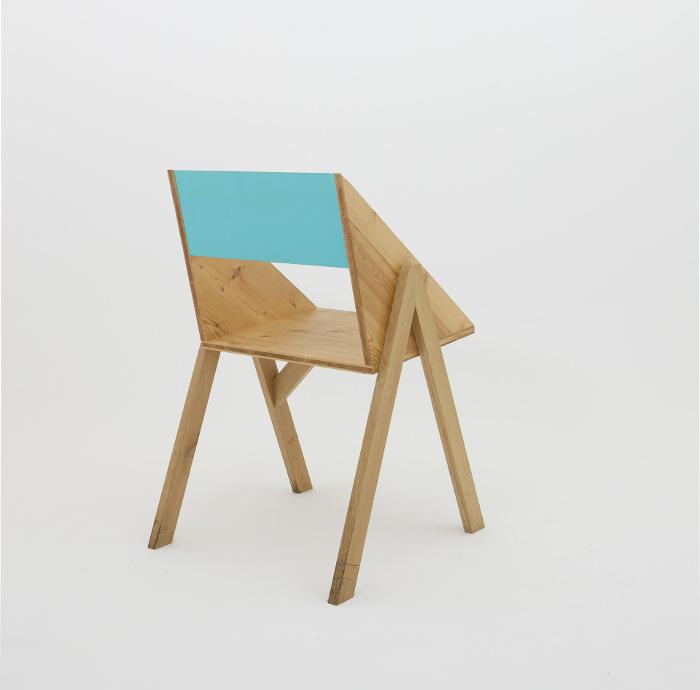 Gris Chambre Feng Shui : La table, en écho à cette première chaise reprendra ses