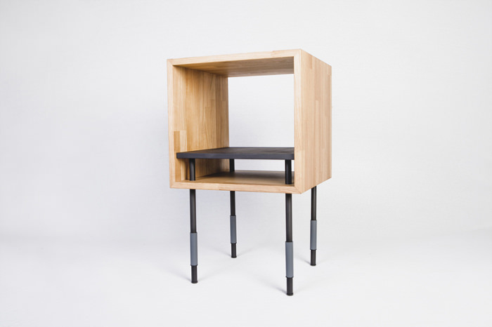 La table de chevet - Collection Y par Jordi López Aguiló et Nicolas Perot pour Kutarq