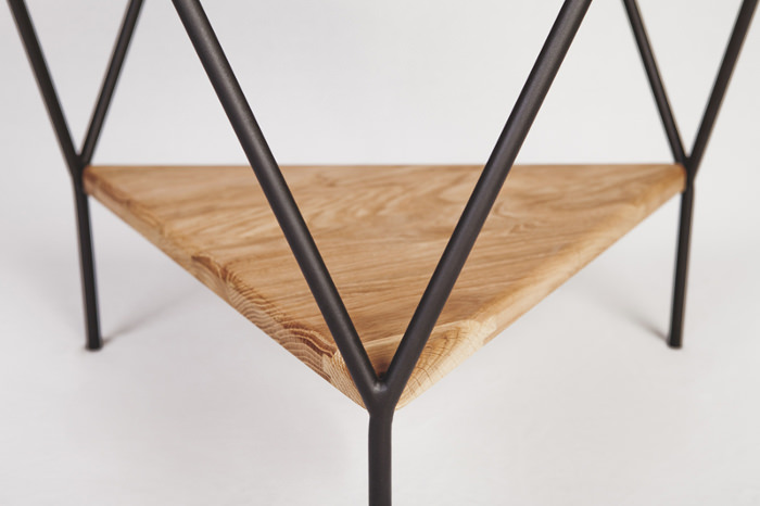 La table d'appoint - Collection Y par Jordi López Aguiló et Nicolas Perot pour Kutarq