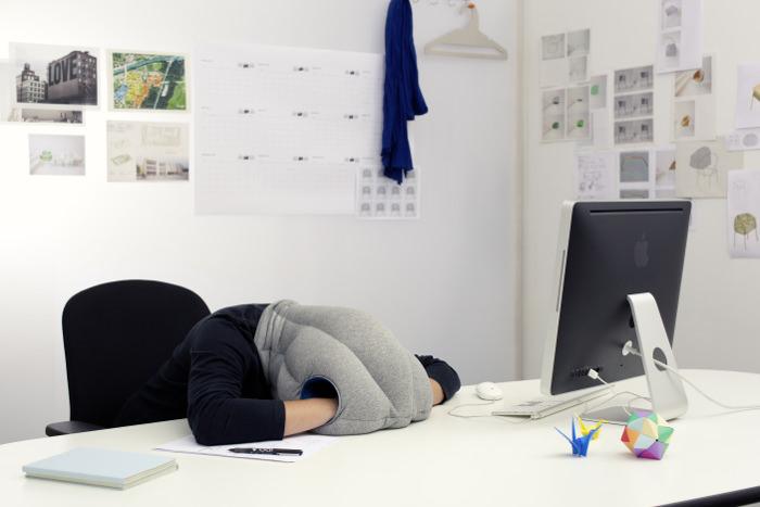 Ostrich Pillow les coussins de sieste par le Studio Banana Things