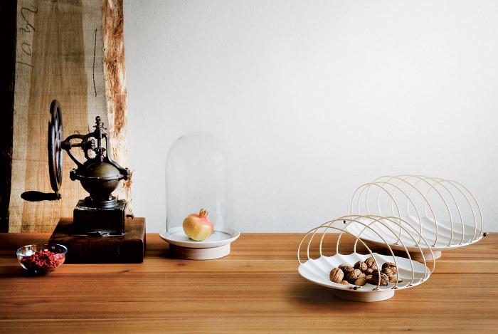 Workbench plateau porcelaine et osier par Alberto Fabbian et Paola Amabile