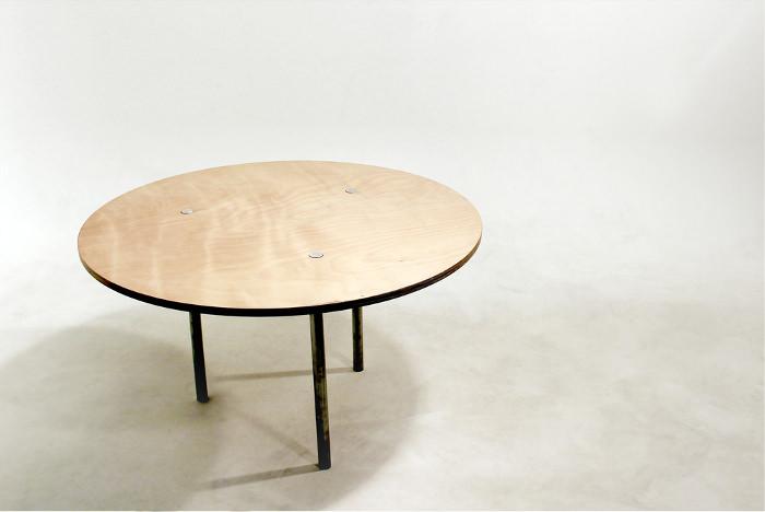 Mykel la table entraide par Cole Holyoake