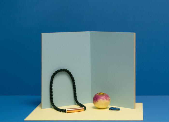 Bijoux en laiton et cordes par le Studio Aout
