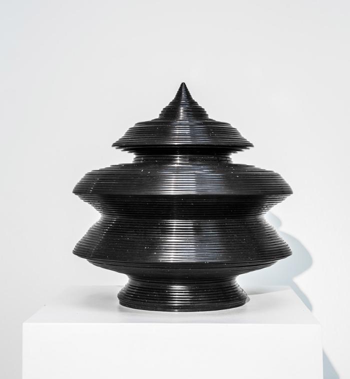 L'Âge du Monde (Russie 430), Mathieu Lehanneur, Argile émaillé noir (2009) © Carpenters Workshop Gallery 7a © GGSV