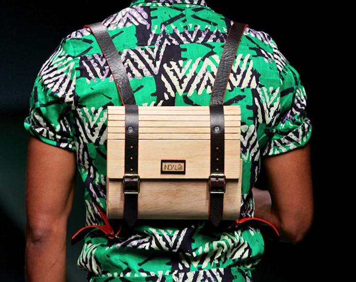 Indalo le sac à dos en bois par Inga Gubeka