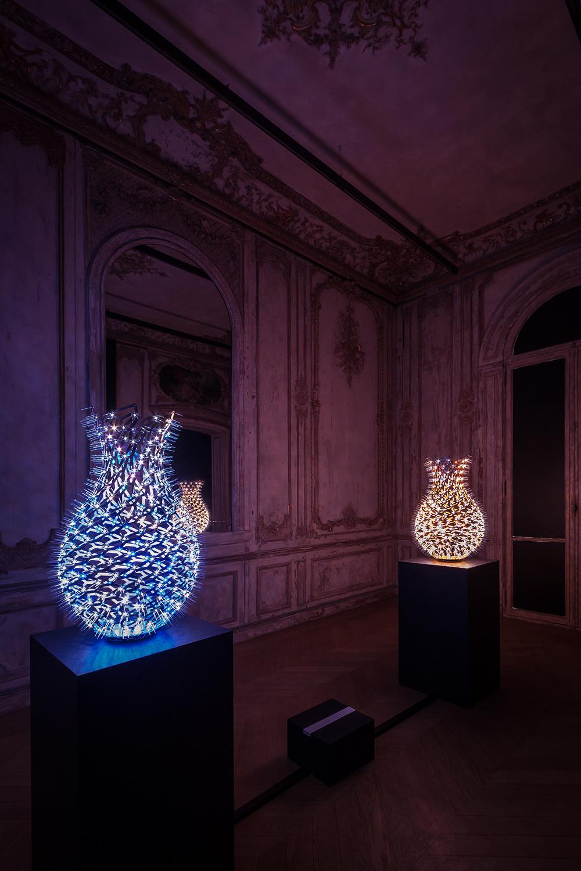 Moritz Waldemeyer / Angleterre - Vases vases interactifs incrustés de LED