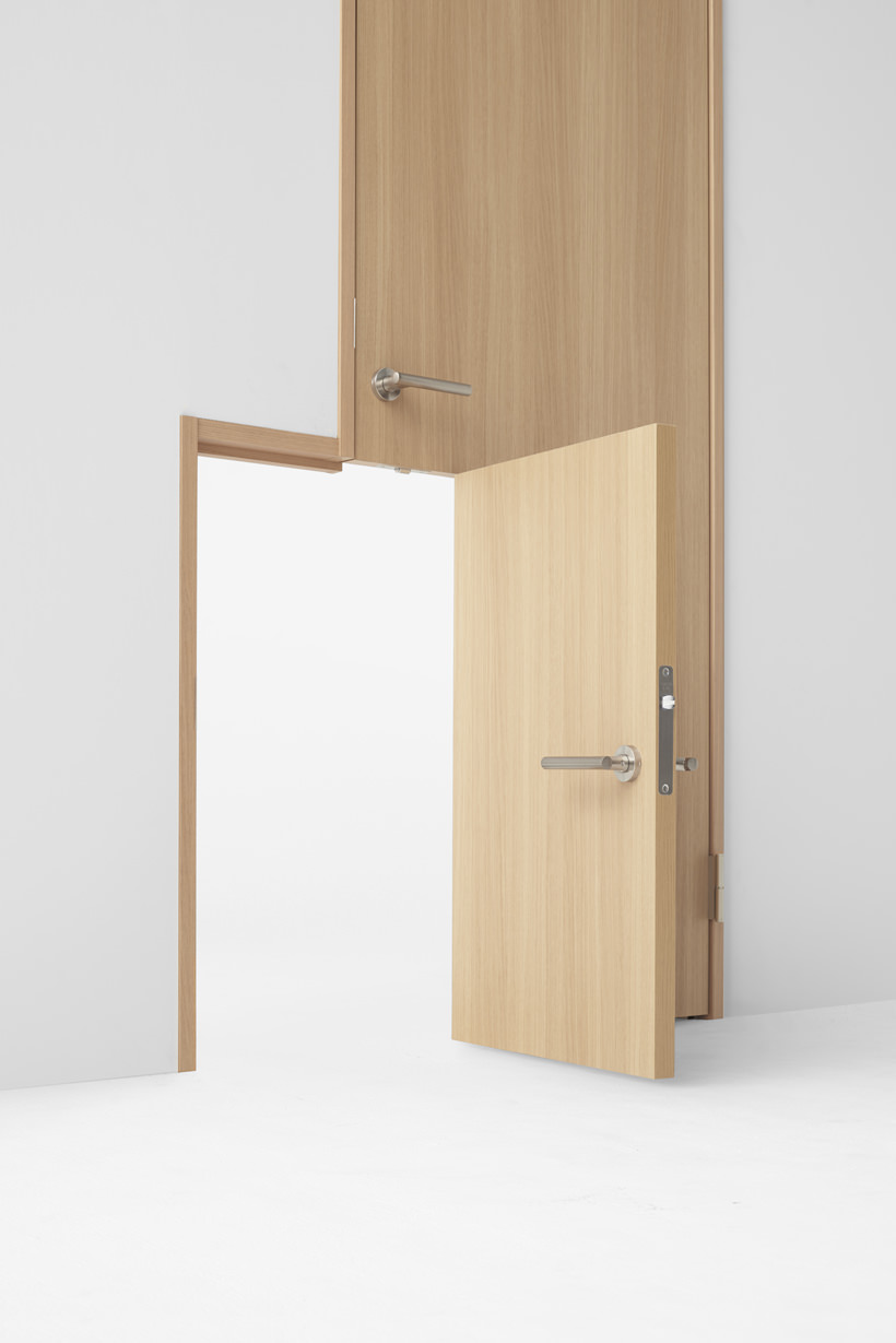 Seven doors nendo repense la porte pour abe kogyo for Porte and integrati