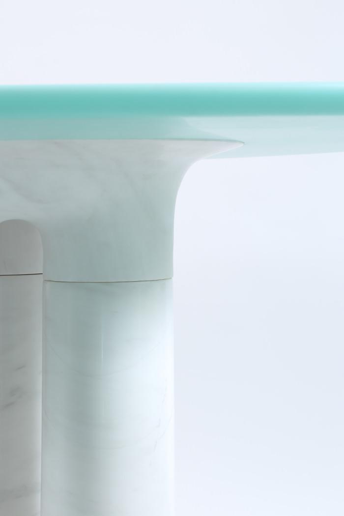 Vesta la table en marbre par Guillaume Delvigne