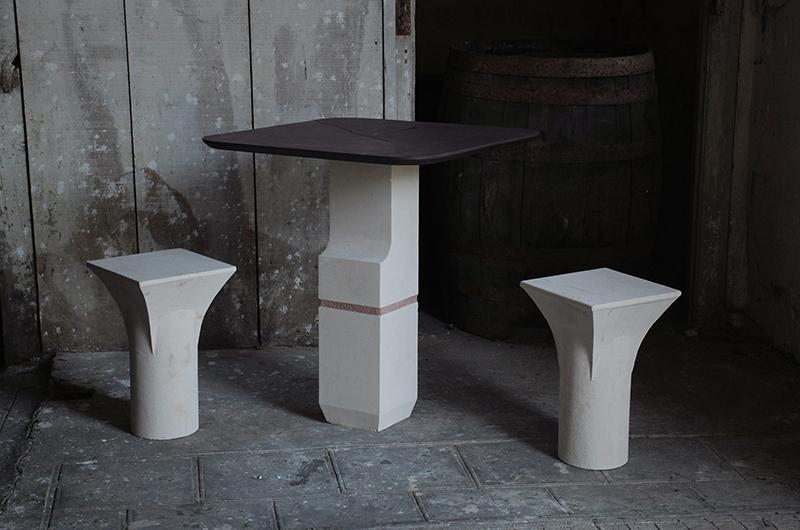 Table haute et ses deux tabourets