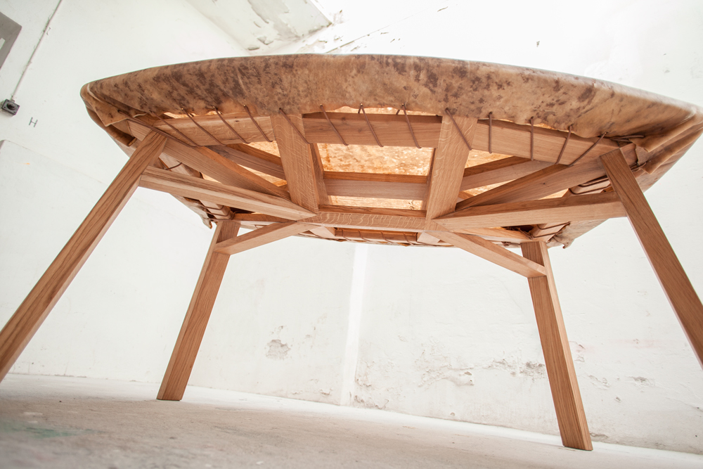 HIDE LA TABLE TAMBOUR PAR EVA FLY - 2014