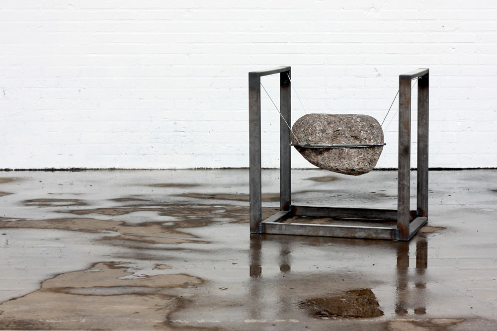 Was the first chair a stone ? chaise pierre par Lucas Munoz