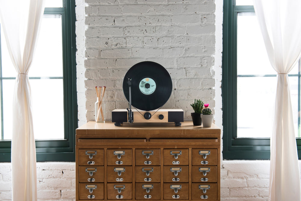 floating record platine vinyle verticale par gramovox. Black Bedroom Furniture Sets. Home Design Ideas