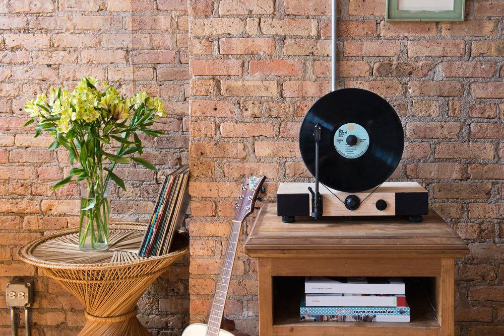 ... platine vinyle verticale mettant en valeur vos plus belles galettes