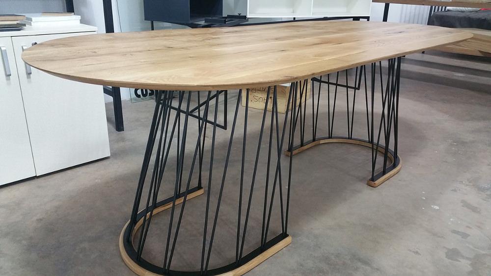 Geometry table par Velichko Velikov