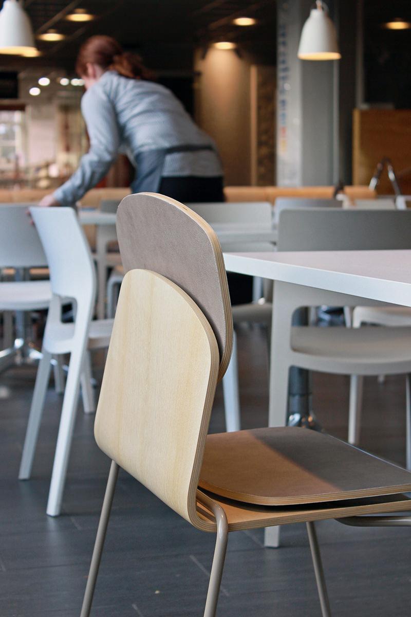 Grey field nouvelle chaise par Andras Kerekgyarto