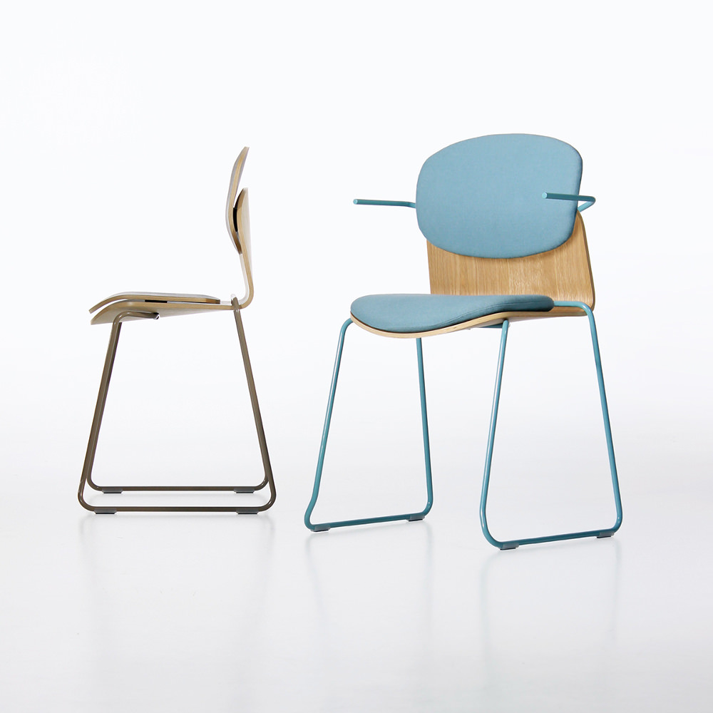 Grey field nouvelle chaise par andras kerekgyarto for Design chaise 2015
