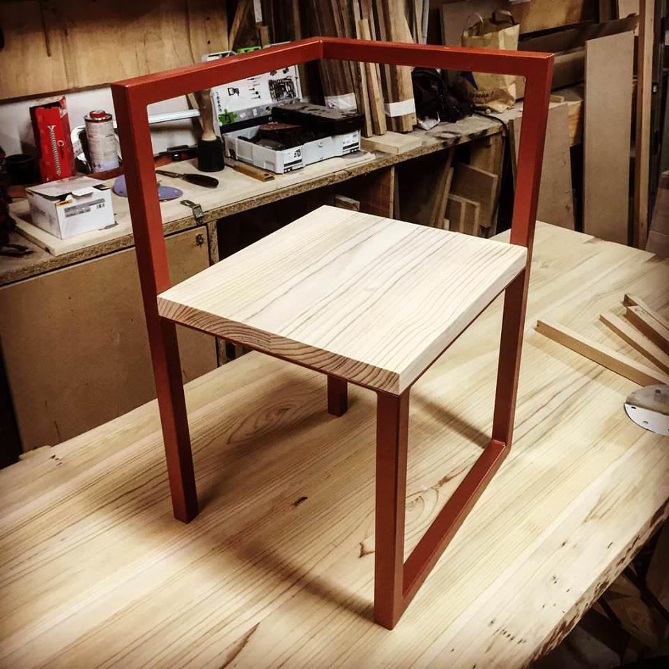 BIG CHIEF bureau et chaise par Tamim Daoudi et EPI Studio