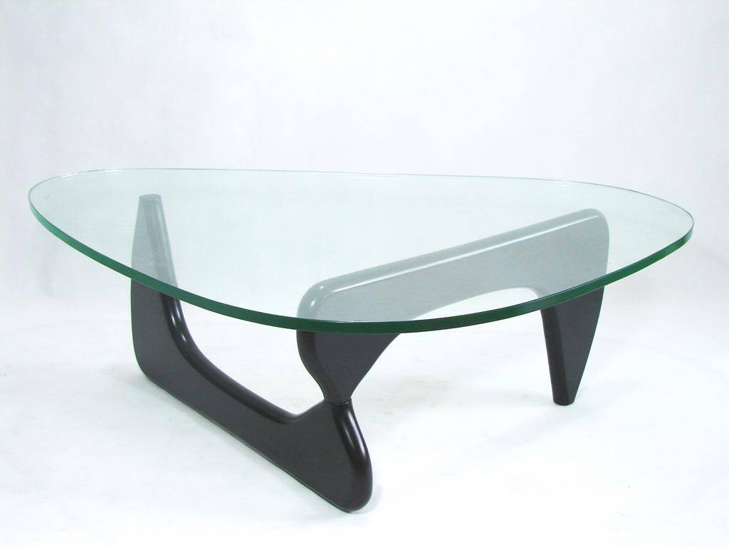 histoire de design coffee table isamu noguchi 1944. Black Bedroom Furniture Sets. Home Design Ideas