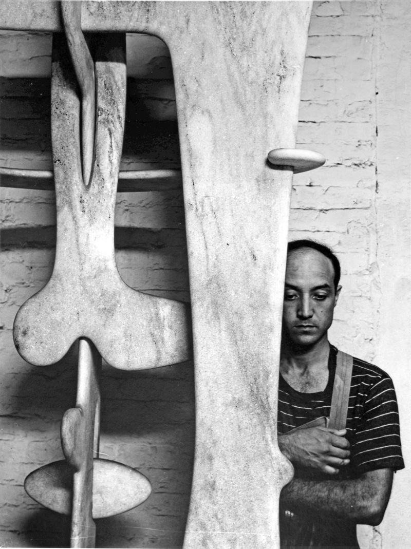 Isamu Noguchi et sculptures 1947 photographie Arnold Newman