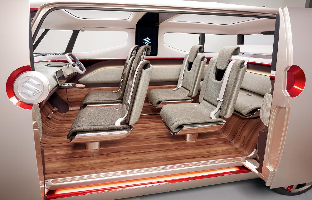 Uniquement le flanc gauche du monospace dispose d'ouvertures, 2 portes coulissantes très larges offrant un accès à bord très généreux.