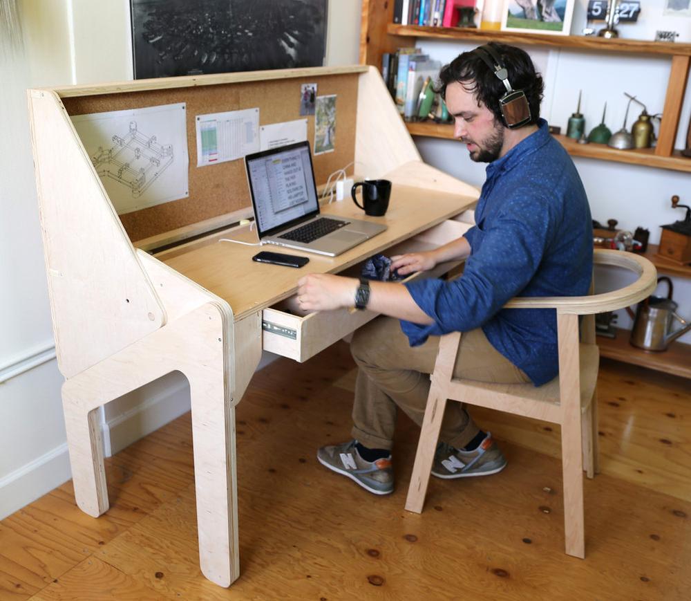 Bureau convertible en bar par Jonathan Odom