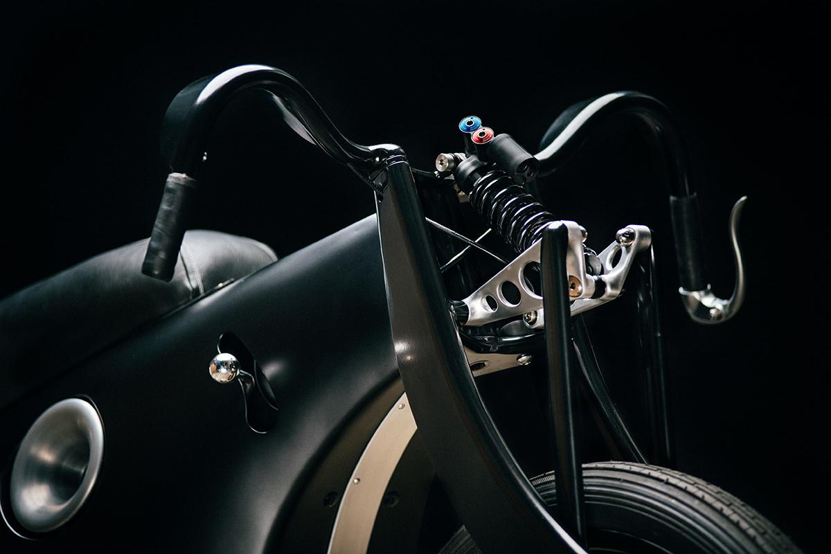 BMW Landspeeder moto retro-futuriste