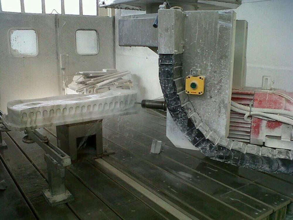 Circo Minimo œuvre de marbre par Gianluca Gimini