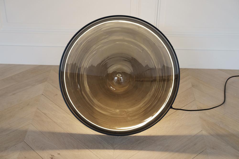 Hollow lampe de sol par Dan Yeffet