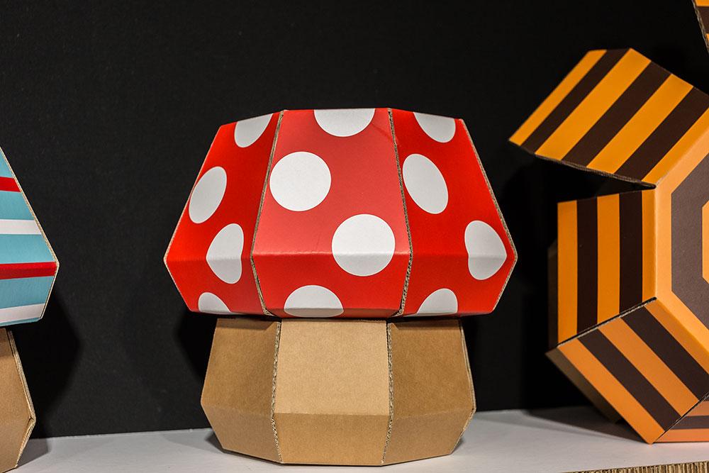 Objets éco DIY FunnyPaper pour enfants (à monter et décorer soi-même) Carton recyclé, encre écologique, produits 100% recyclables Montage par simple pliages et sans danger (ni ciseaux ni colle) Robuste et léger - par 19 Martiens