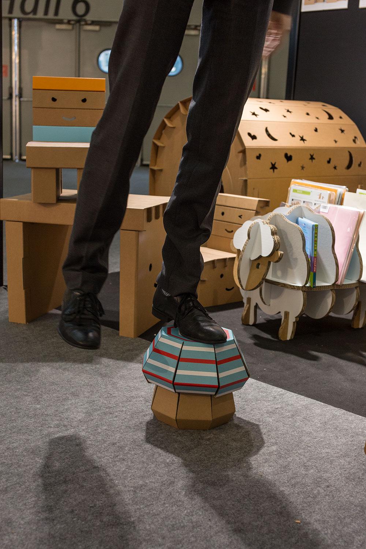 Mobilier et objets éco DIY FunnyPaper pour enfants (à monter et décorer soi-même) Carton recyclé, encre écologique, produits 100% recyclables Montage par simple pliages et sans danger (ni ciseaux ni colle) Robuste et léger - par 19 Martiens