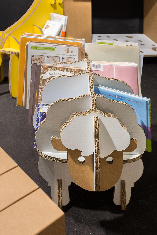 Meuble bibliothèque éco DIY FunnyPaper pour enfants (à monter et décorer soi-même) Carton recyclé, encre écologique, produits 100% recyclables Montage par simple pliages et sans danger (ni ciseaux ni colle) Robuste et léger - par 19 Martiens