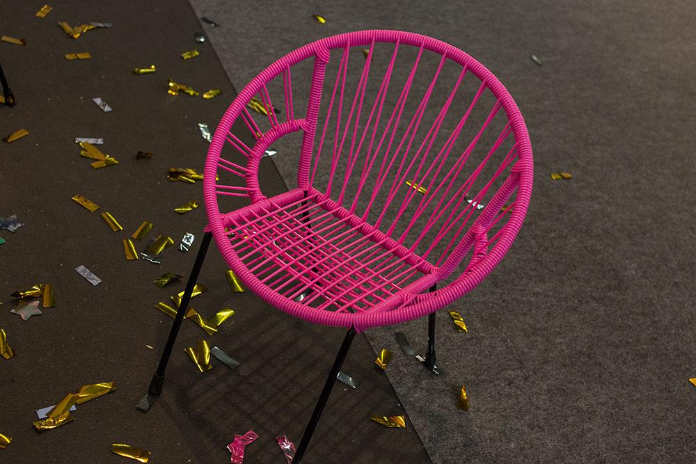 Chaise Tica par The Rocking Company. Design originaire d'Amérique centrale et des Antilles hispaniques, la chaise modèle baby, adaptée dès les premiers pas de l'enfant, peut supporter jusqu'à un poids de 150 kilos sans se déformer et sans que le scoubidou ne craque!