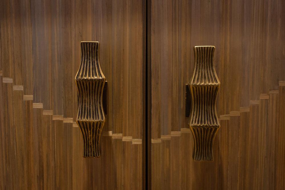 Buffet bas Dunes (détails), façades en marquèterie de paille