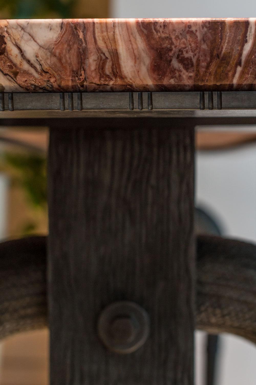 Console Satis (détails) en bronze patiné et ciré Plateau en Onyx rouge poli brillant. Edition limitée, 8 exemplaires.