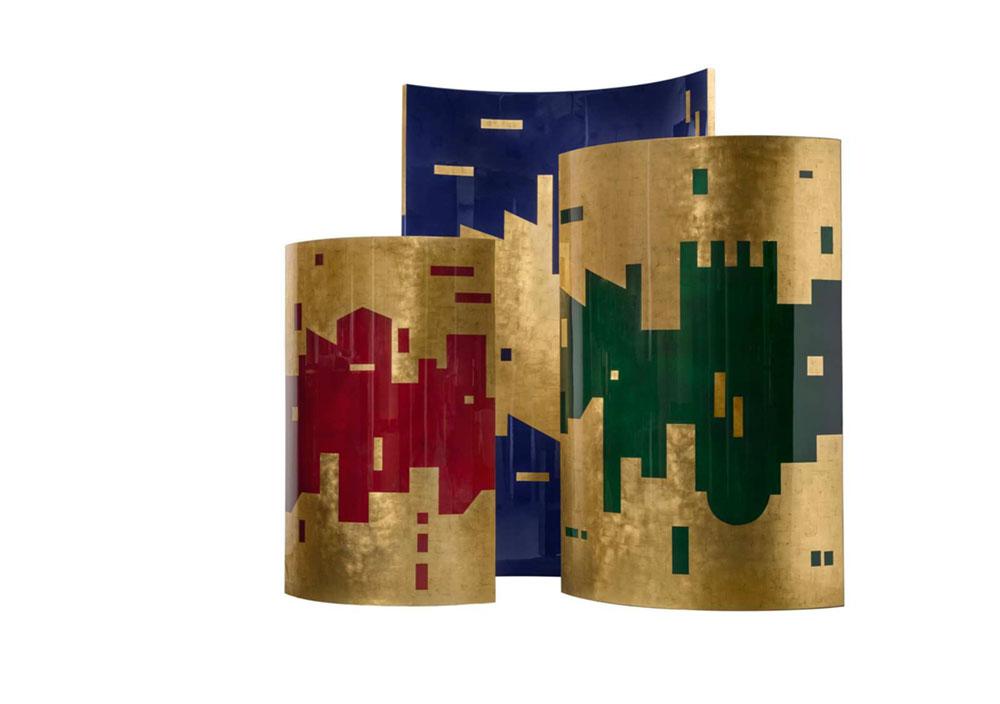 Paravents Mirage, paravents indépendants en bois laqué et feuilles d'or vieillies. Vernis grand brillant © Pinto Paris