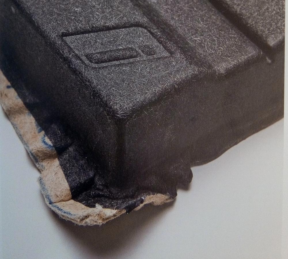 BMWi, Revêtement moulé à base de fibres de kénaf, utilisé pour l'intérieur des véhicules BMWi. 75 x 37 cm © BMW AG