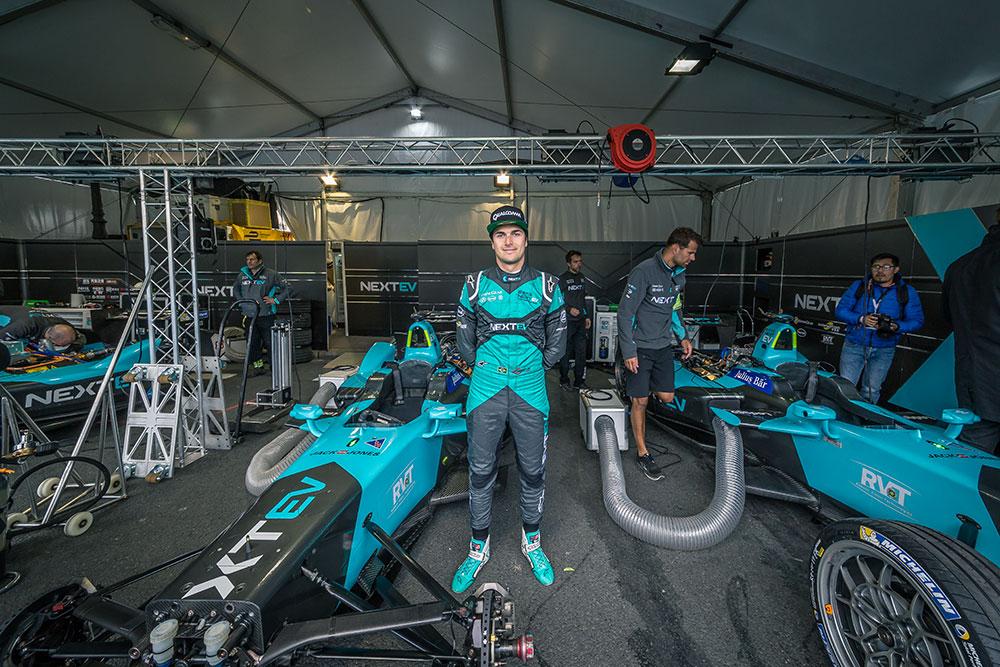 Le pilote de Formule E Nelson Piquet Jr de l'écurie Next Ev posant pour BED