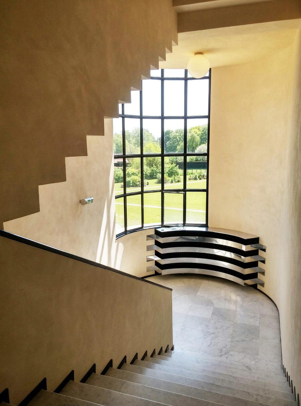 Robert mallet stevens nous propose également des éléments intérieurs qui différent de laménagement traditionnel des maisons de lépoque
