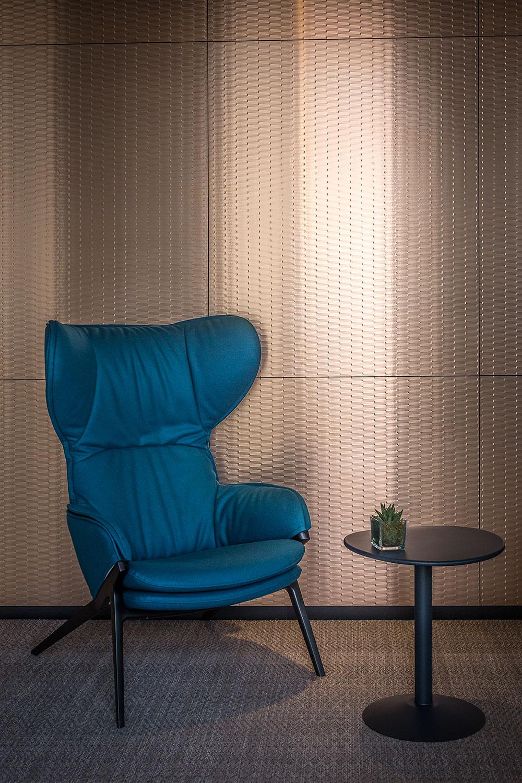 Wallpaper Collection pour Oberflex par Patrick Norguet, fauteuil P22 chez Cassina