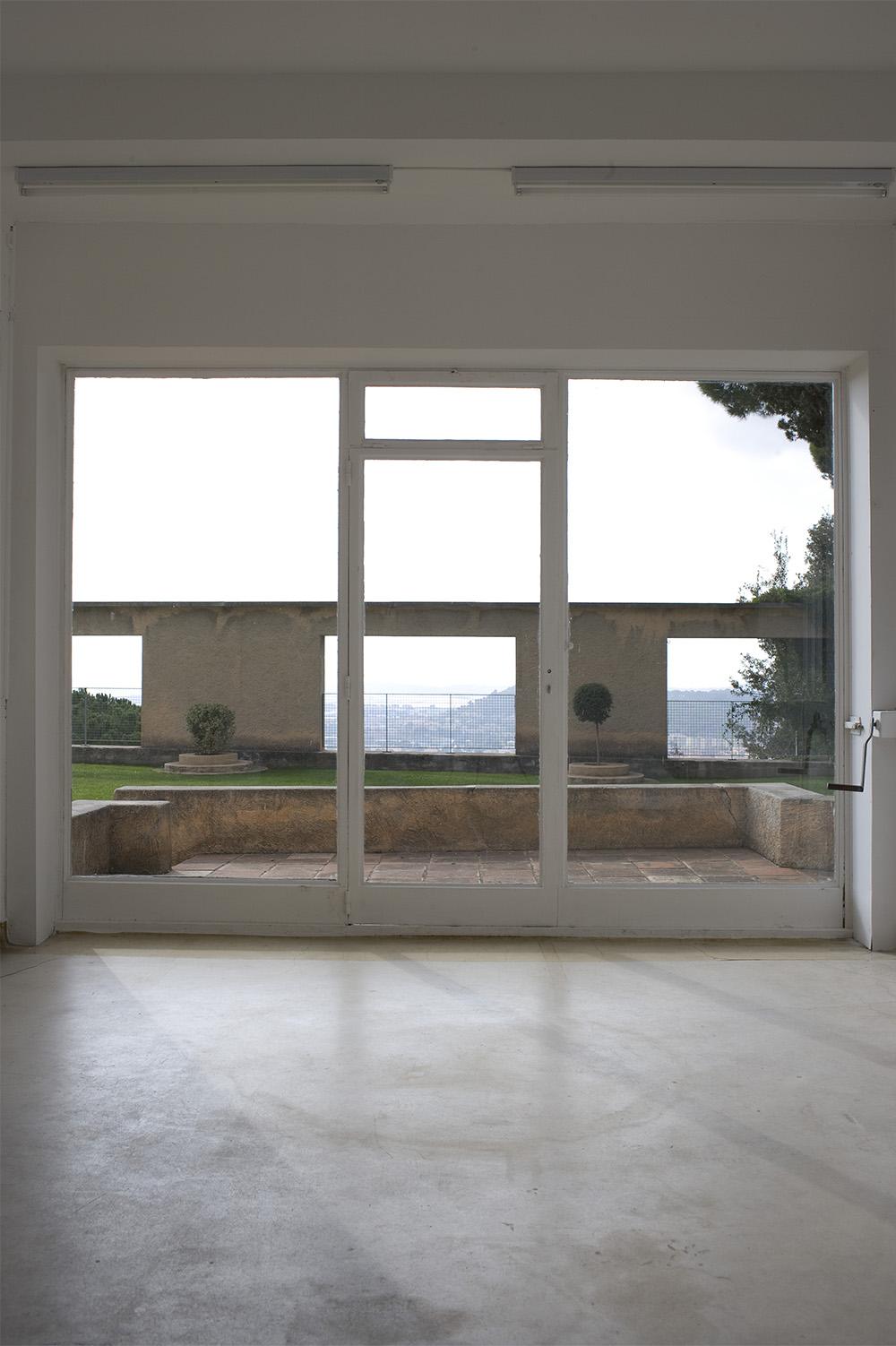 05 -le parvis vu depuis le salon de lecture, villa Noailles Olivier Amsellem, 2008