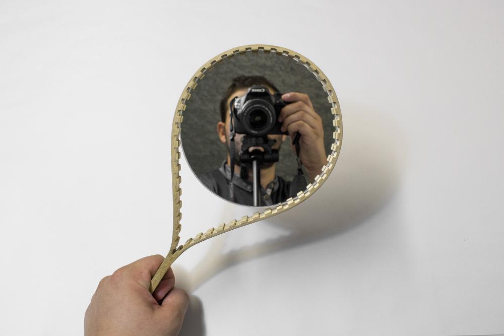 ZIP le miroir à main par Quentin Santenard