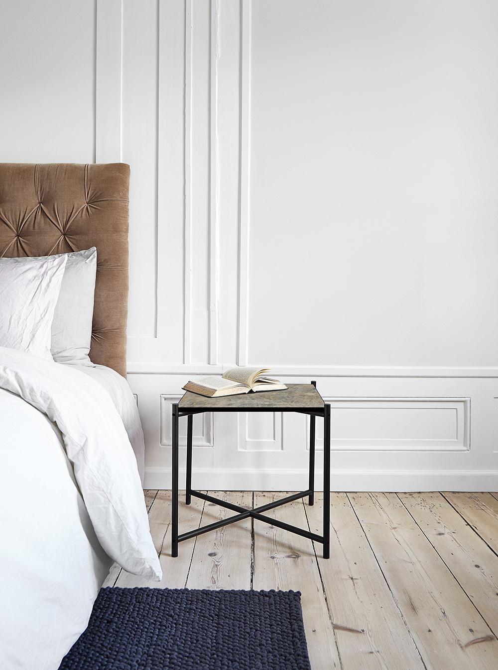 Petite table d'appoint avec plateau en marbre, Handvärk