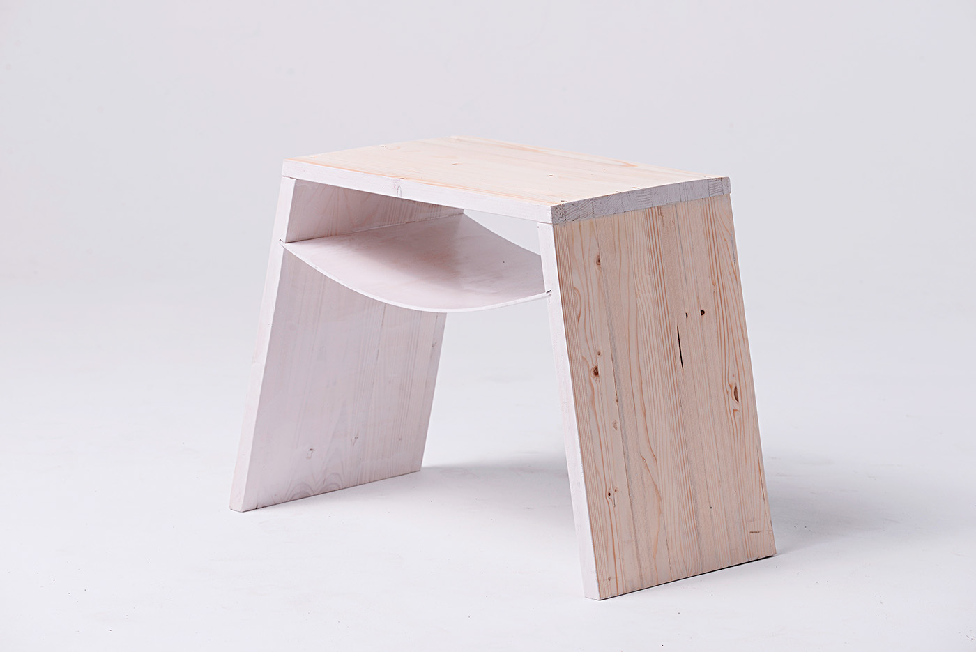 La collection de mobilier de Daniel Szalkai pour Maacraft