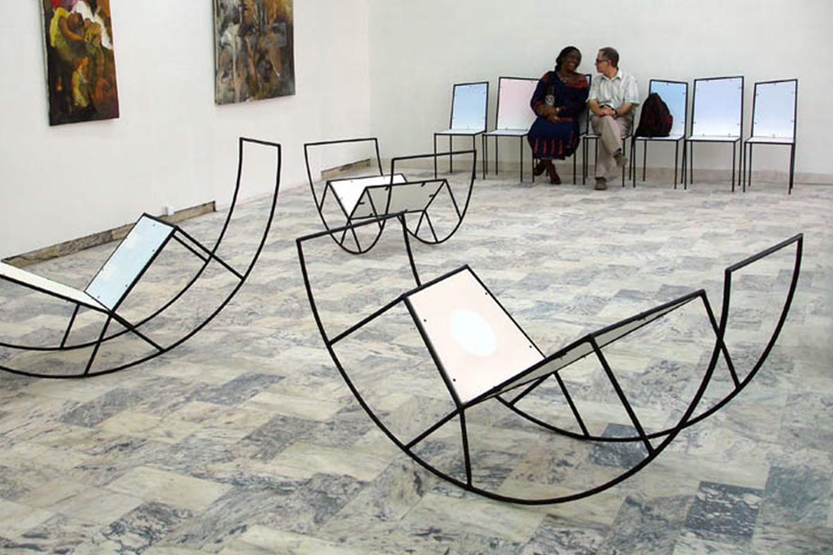 Salle d'attente la collection de chaises d'Elvire Bonduelle