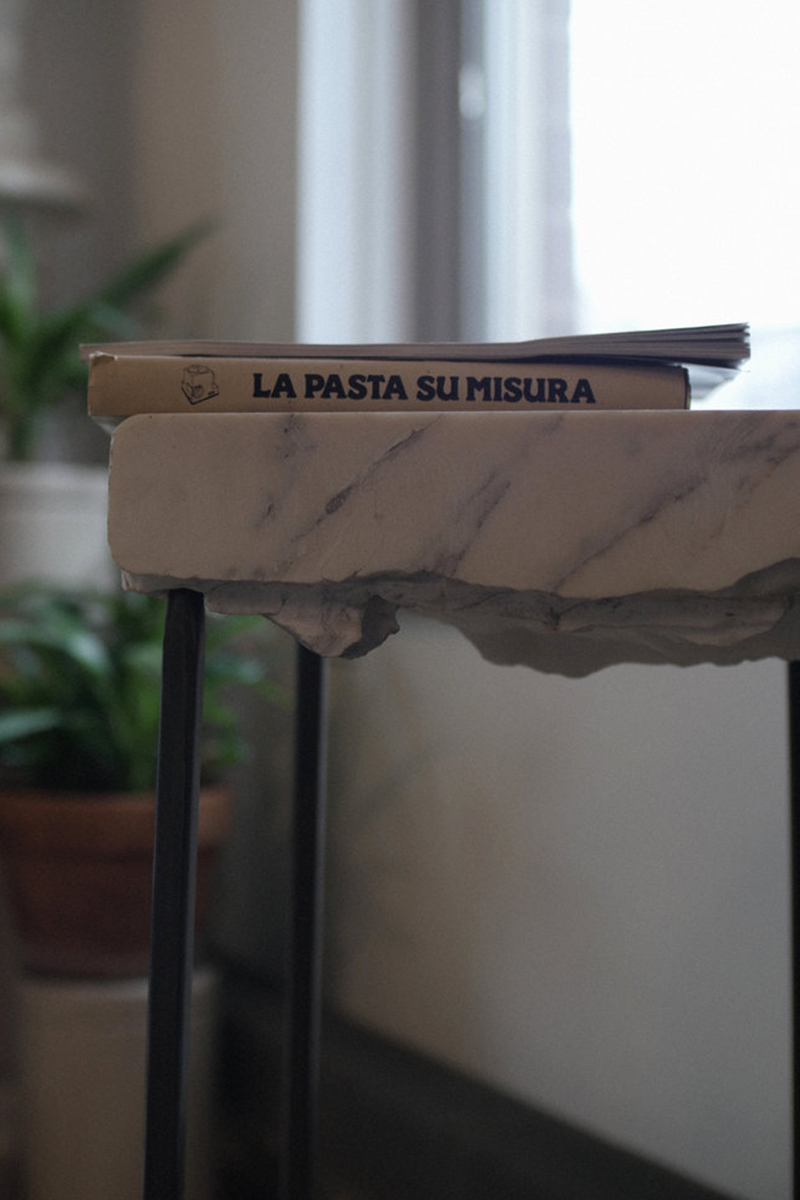 Carrara, la table haute de Jason Pocklington