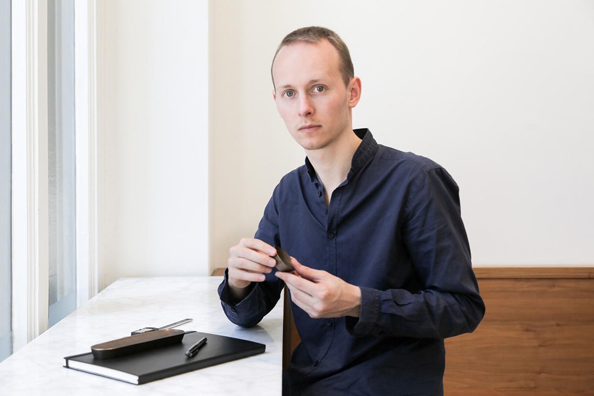 Dash Dot, l'organisateur de bureau en bronze par Quentin de Coster